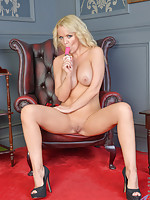 Bigtit blonde cougar cums hard on her pulsating vibrator